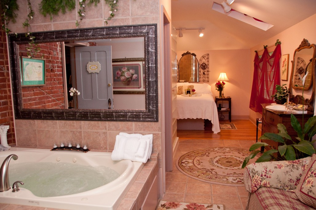 Missouri River Suite | Main Street Inn Bed & Breakfast